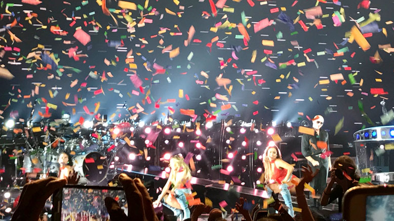Pitbull & Enrique Iglesias – Staples Center, Los Angeles